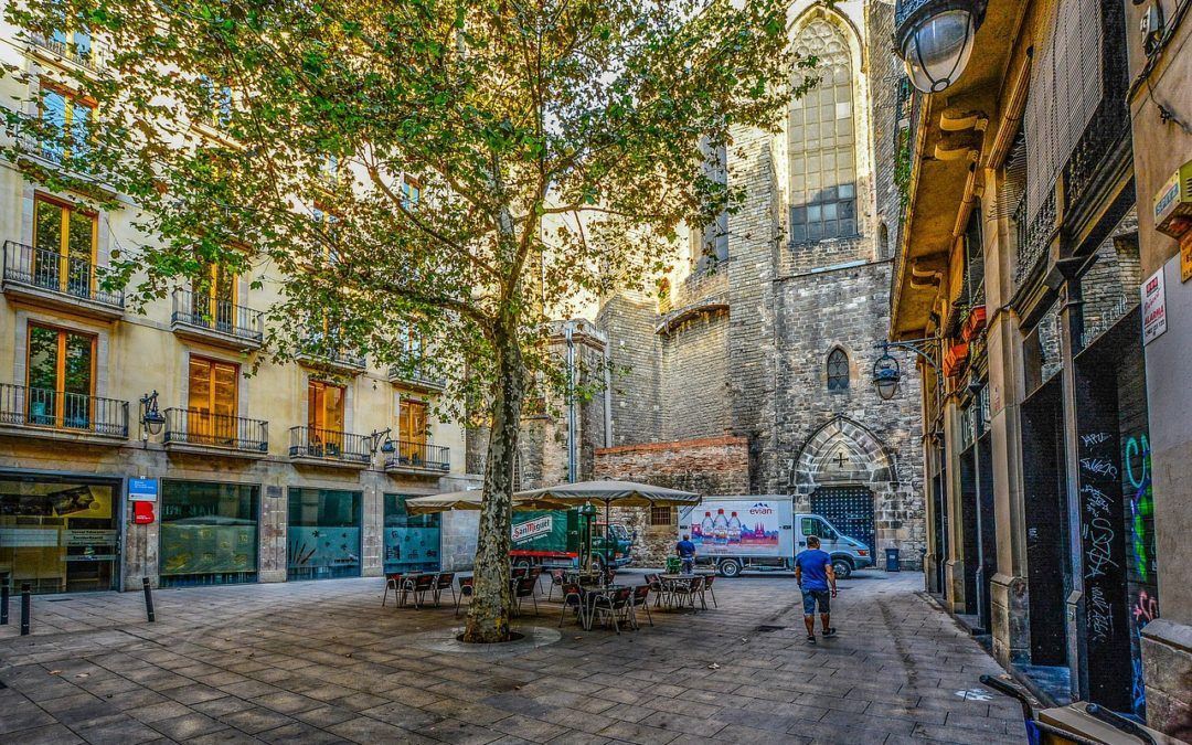 18 Tips & Tricks For Visiting Barcelona On A Budget