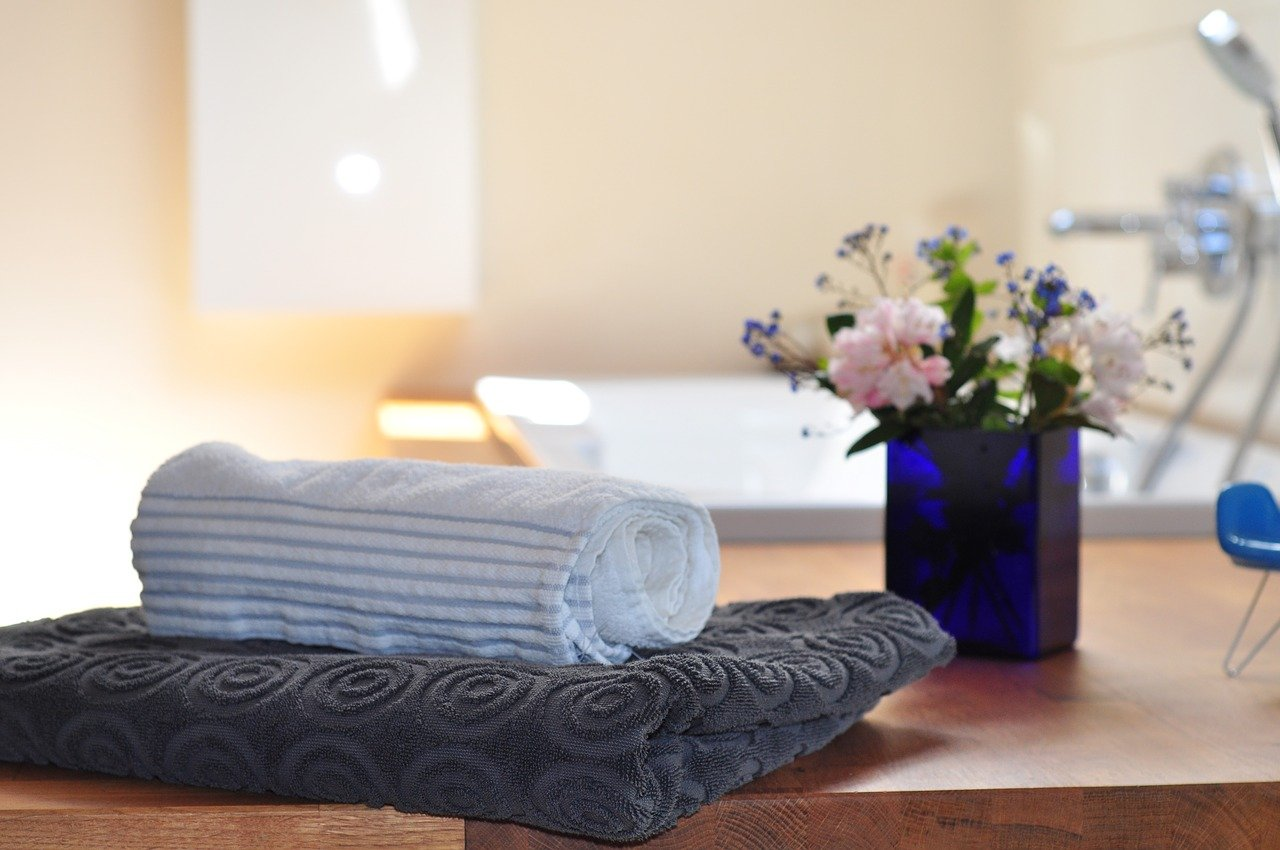 This is a list of 5 under $5 spa gifts for women is THE BEST! Stick to your budget and save money. Grab your stocking stuffers now.