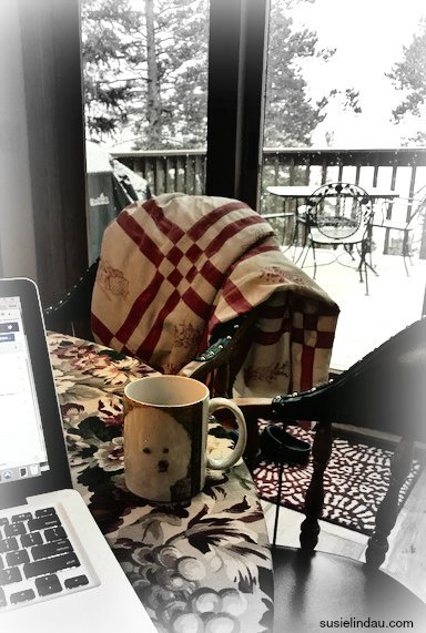 Create a calm, comforting environment surrounded by the things and people that you love the most. Check out these 12 ways you can embrace a hygge life, anywhere, anytime. #hygge #simpleliving #anxietyfree