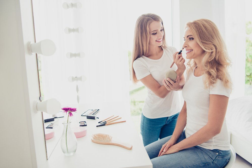I've only had someone show me how to apply makeup once in my life, like 20 years ago. Here are 5 great reasons why you should get a makeover in midlife.