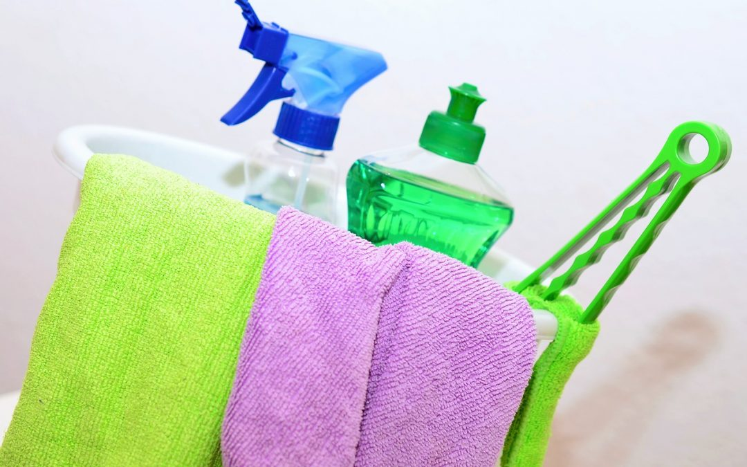 These 26 Brilliant Cleaning Hacks and Tips are THE BEST! You will be so happy you found these AMAZING ideas! Now your home will be spring clean ready with these tricks! Definitely worth pinning & sharing! #cleaninghacks #springcleaning #cleaningtips