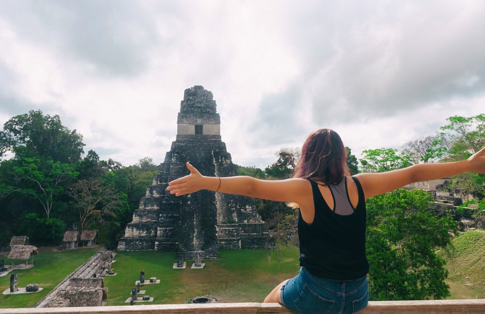 Are you single and wanting to explore or maybe move to another country but are too afraid? Here are my tips for single female expats considering Central America as their next home. #expat #nomad #singlelife