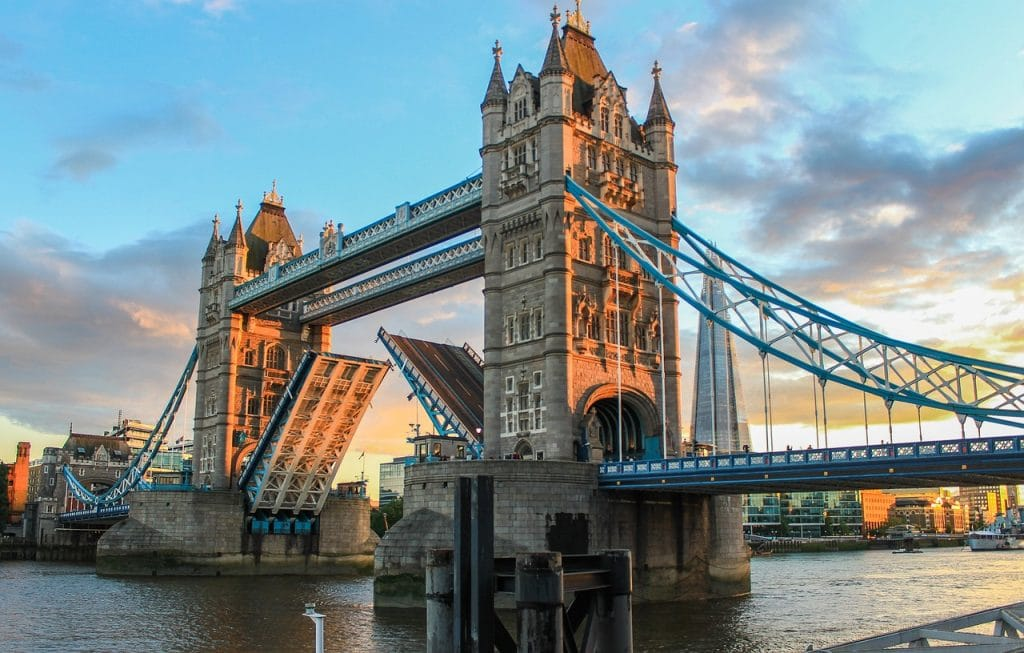 Going to London ? It can be expensive but it doesn't have to be! Check out this guide of 10+ free things to do in London. London Travel Guide, Free Things To Do in London, What to do in London, Where to Go in London, Best Places to visit in London, London bucket list, London travel, Best things to see in London #travel #freetravel #budget #london