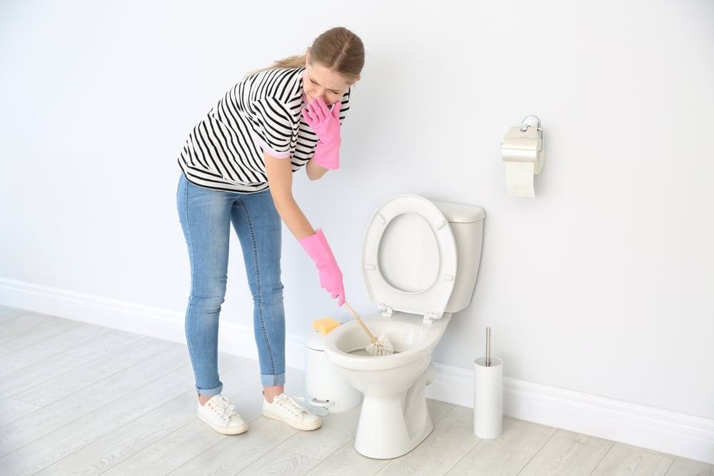 Full coverage tutorial tips for dealing with urine splash and the associated foul-smelling odour. Learn how to clean all of those tricky zones around the toilet in your bathroom including the back ledge, clips and wall. A must for households with men & boys!