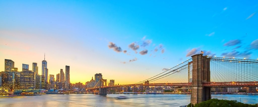 Planning a trip to the Big Apple? Here's proof you can enjoy an expensive city on a budget. Check out this list of 21+ free things to do in New York City. #nyc #newyorkcity #newyork #travel #bigapple