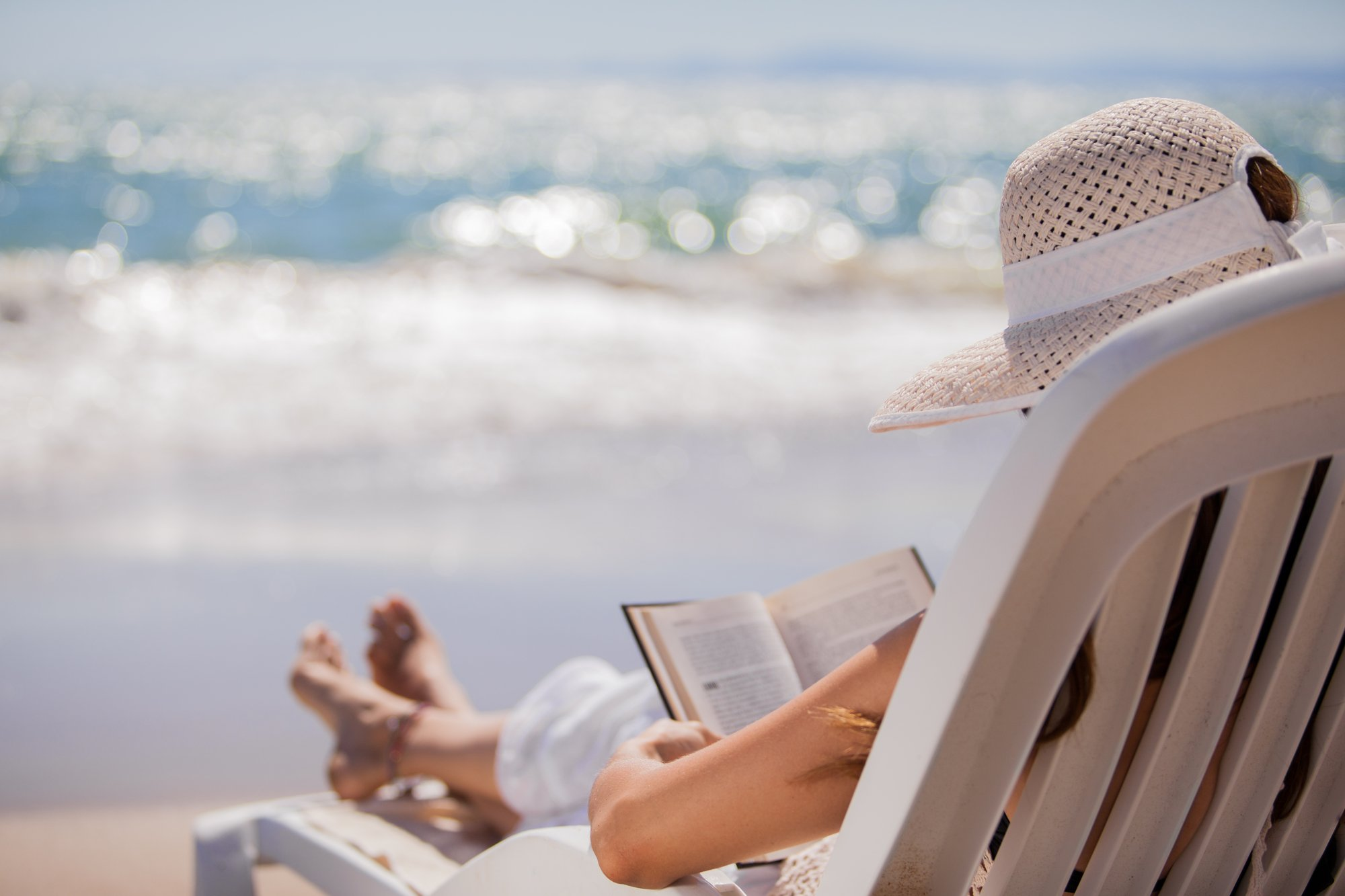 Looking for something to read this summer while on vacation? Have I got the list for you! Packed with inspirational stories, this list of books especially curated for midlife women is sure to delight.Enjoy! #recommendedbooks #summerreading