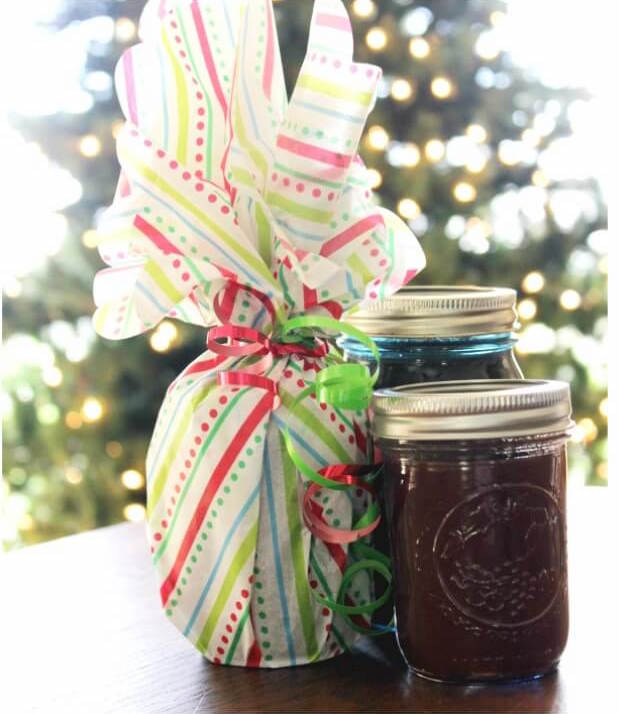 Not sure what gifts to get this year? Try some of these amazing and creative DIY mason jar Christmas gift ideas perfect for coworkers, friends, family and more. Great for women, men or even as a family gift. Economical too so will not break your budget. #Christmas #ChristmasGifts #GiftBaskets #ChristmasGiftIdeas #GiftBasketIdeas #moneysaving #masonjargifts