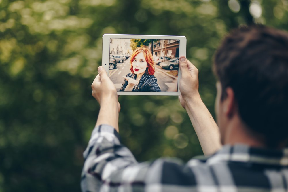 How Smart Tech Can Help A Long Distance Relationship Work