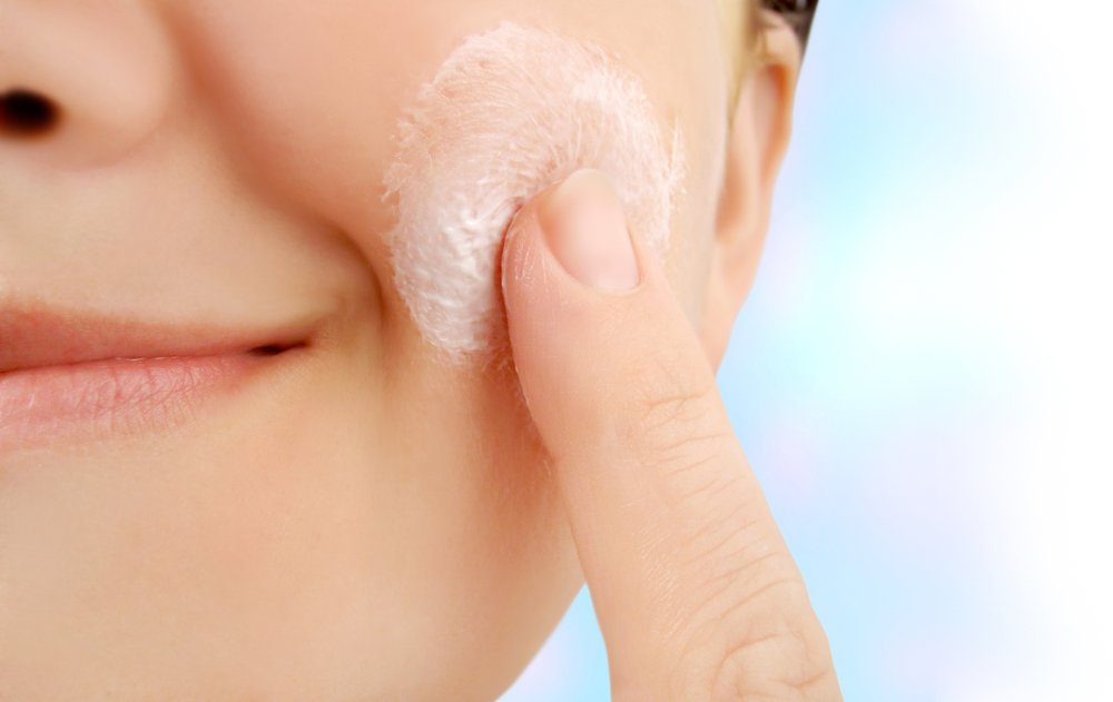 10 Ingredients To Look For In A Winter Moisturizer