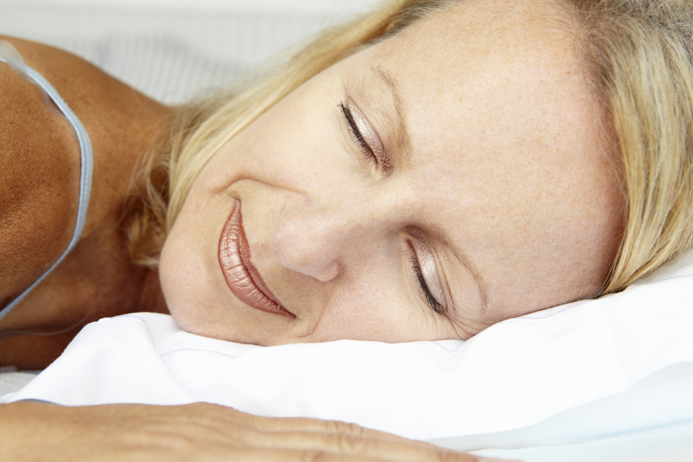 Silk has many advantages over cotton for your health as well as your skin and hair. Here are 7 reasons to choose silk bed linen instead of cotton the next time you are in the market for new bed sheets.